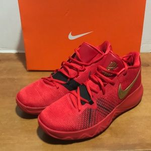 Nike Kyrie Flytrap basketball shoes red sz 11